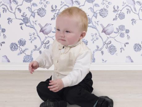 Niedlicher taufanzug f r jungen taufkleidung for Taufmode junge