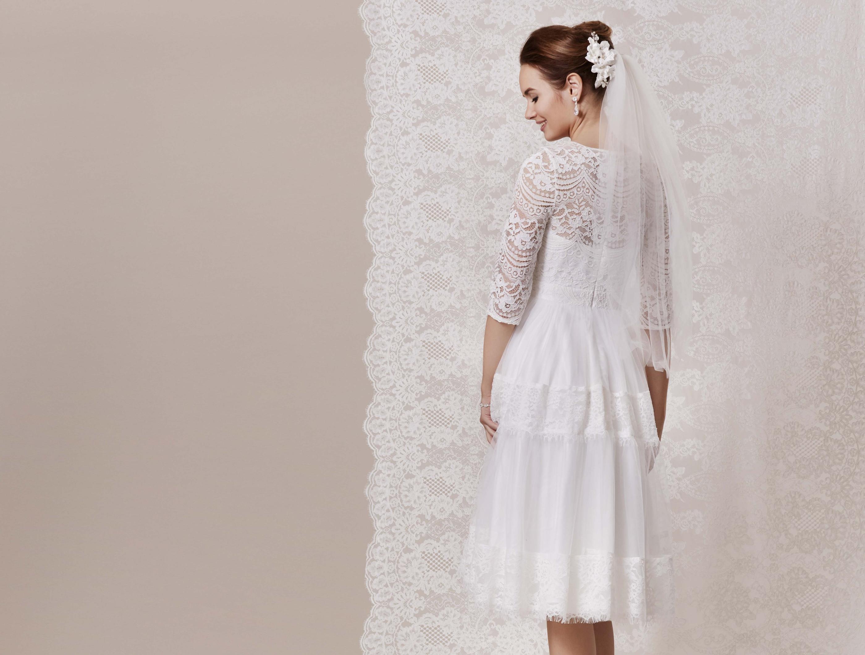 Spitzen Brautkleid Im Boho Stil